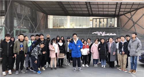 """5李小耶老师的带领下赴今日美术馆参观""""爱的艺术""""和""""妮基·圣法勒""""两个展览.png"""